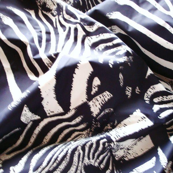 Šusťákovina s potiskem zebry