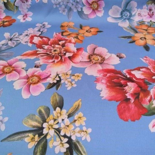 Šatovka s květy