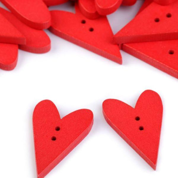 Dřevěný dekorační knoflík srdce (1ks) - červená